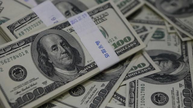 Em alta, dólar se mantém por dados de emprego dos EUA