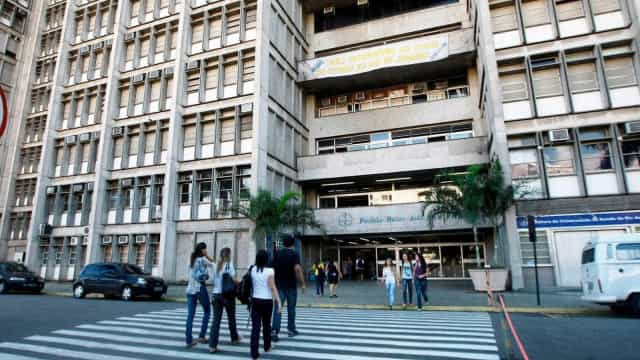 Estudantes ocupam universidades estaduais do Rio