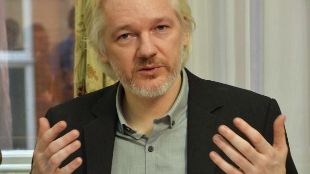 Suécia e Equador acertam acordo que permitirá interrogar Assange