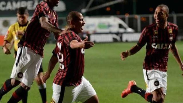 Atlético tenta aproveitar desânimo do Santos para se manter invicto