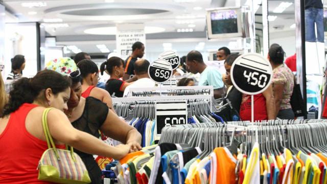 Varejo de SP deve cair 7,1% em 2015 e 5,1% em 2016, diz Fecomercio