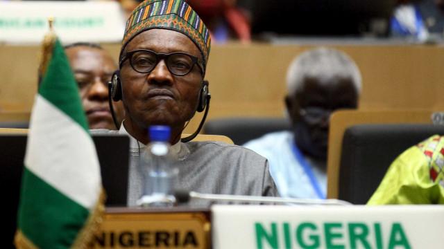 Nigéria pede empréstimo de US$ 3,6 bi após queda no preço do petróleo