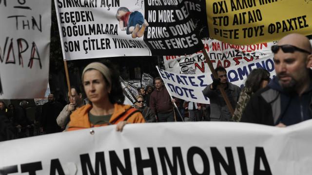 Trabalhadores fazem greve na Grécia  contra reforma da previdência
