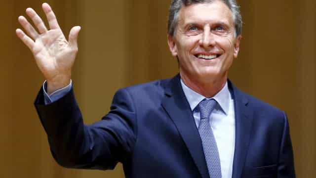 Argentinos comemoram nas ruas posse de Mauricio Macri