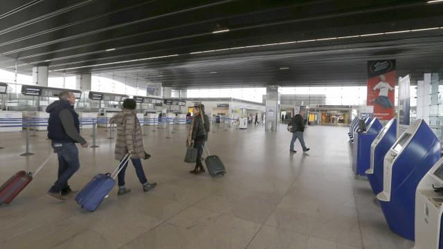Brasileiro paga mais da metade da viagem  internacional em imposto