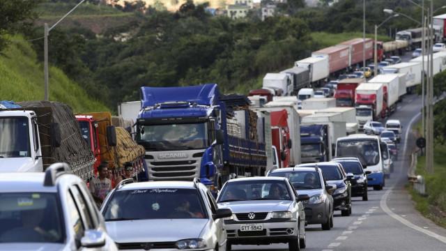 Dois milhões de veículos devem deixar a SP durante o Carnaval