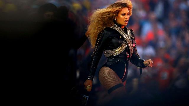 Beyoncé completamente  arrasadora na final do Super Bowl