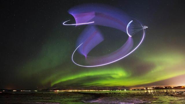 """Piloto acrobático grava vídeo """"dançando"""" em aurora boreal"""