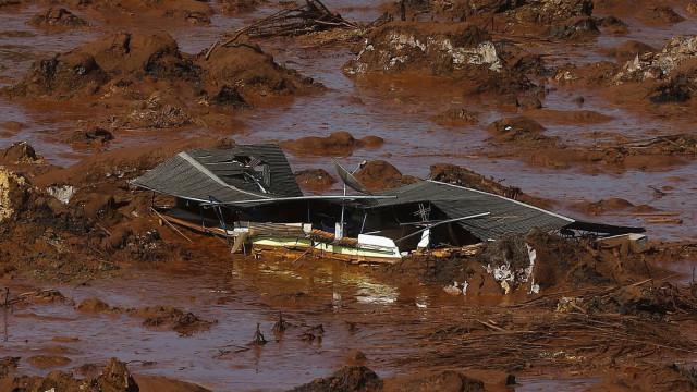 """Técnico da Samarco diz que viu barragem """"se desfazendo em pedaços"""""""