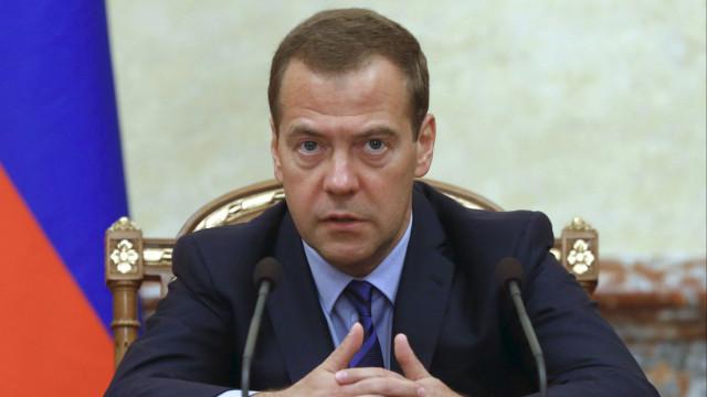 "Medvedev: ofensiva terrestre na síria pode causar ""guerra mundial"""
