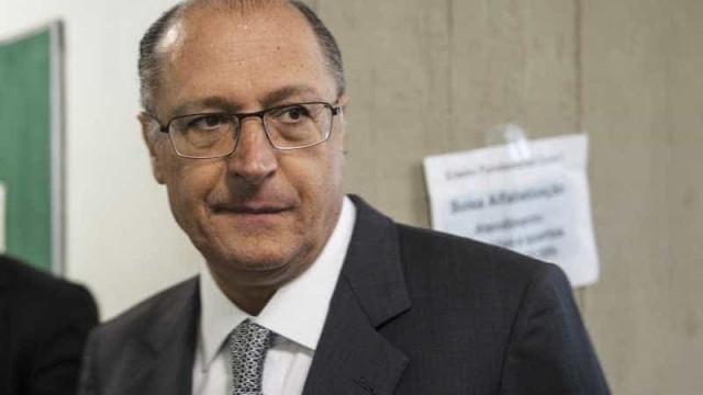 Testes com vacina da dengue começam em fevereiro, diz Alckmin
