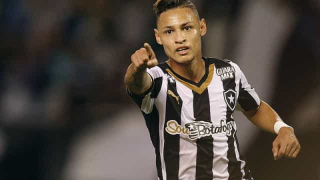 Invicto, Botafogo terá retorno de Neilton  contra o Cabofriense