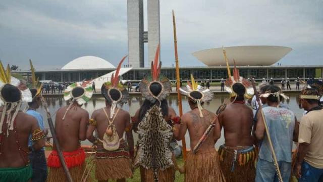 Indígenas protestam por demarcação de terras e fortalecimento da Funai