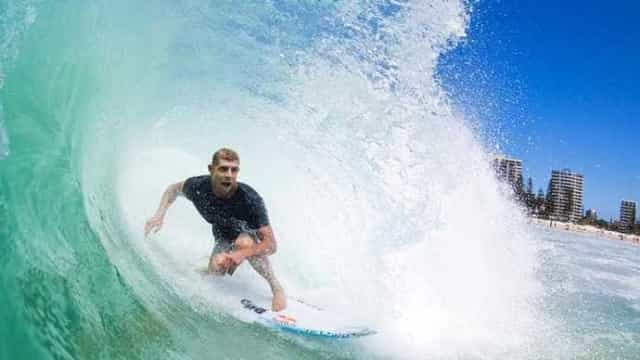 Mick Fanning surfa tubo de mais de 15s na Austrália