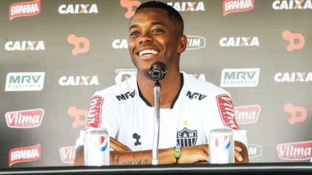 Após estreia como titular e derrota, Robinho pede melhora nas finalizações