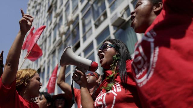 Movimentos sociais e sindicais não farão atos hoje (13)