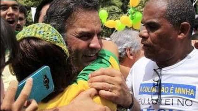 Mesmo hostilizados, Alckmin e Aécio estão satisfeitos  com protestos