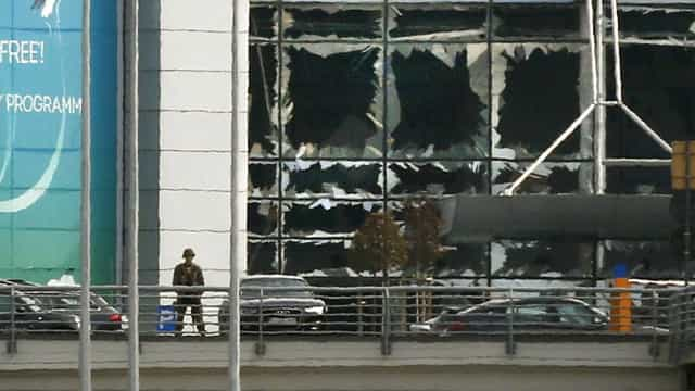 Terroristas que atacaram aeroporto levavam bombas nas malas