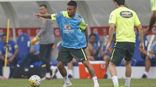Foco de Dunga é encontrar o melhor posicionamento de Neymar no ataque