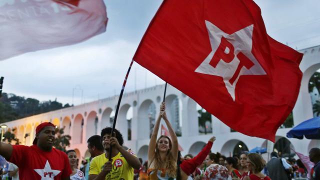 Dissidentes discutem deixar o PT e fundar um novo partido