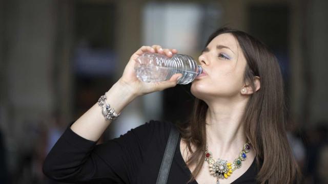 Bons motivos para ter uma garrafa de água sempre por perto