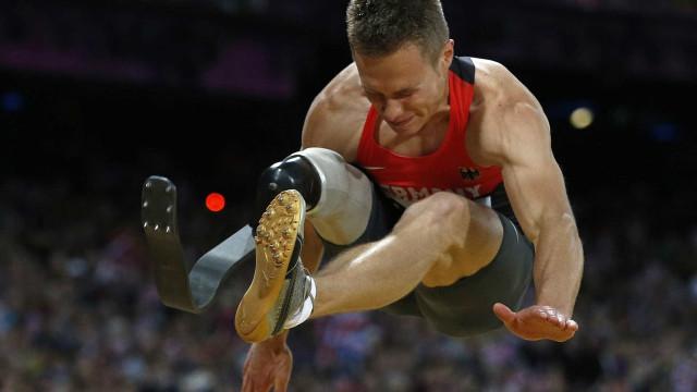 IAAF discute proibir saltadores paralímpicos em Olimpíadas