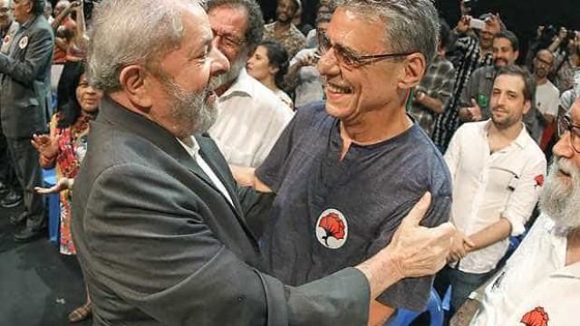 Ao lado de Lula, Chico e outros artistas participam  de ato no RJ