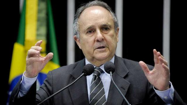 Cristovam Buarque deve assumir Ministério da Cultura