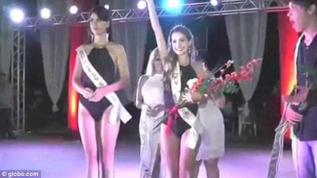 """Novas imagens mostram """"descoroamento"""" da Miss Rondônia"""