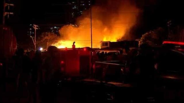 Incêndio no Recife destrói 120 casas