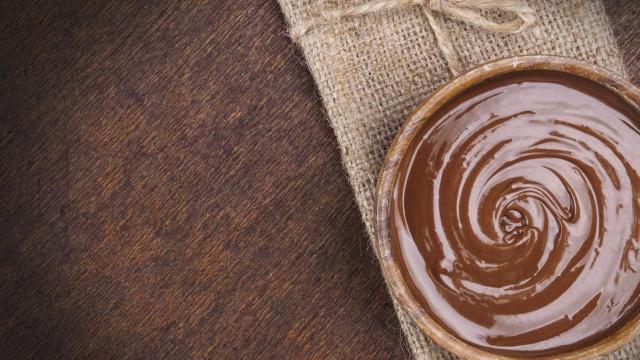Faça um mousse de creme de avelã  neste domingo