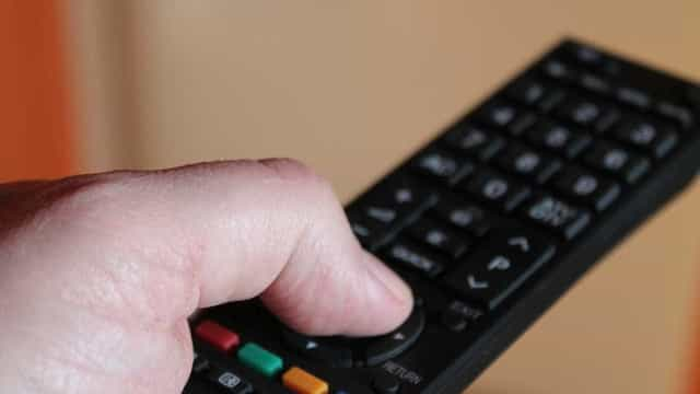 Com oferta de crédito em baixa,  venda de TVs caem 28%