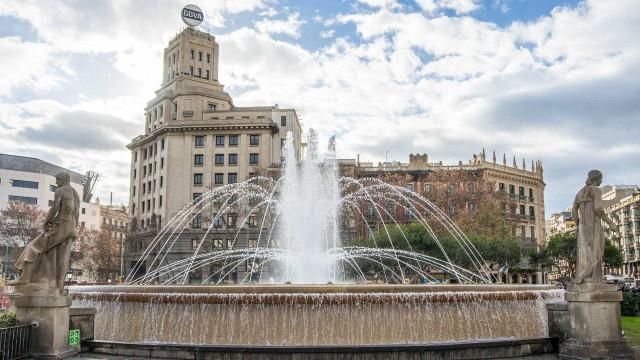 Barcelona protesta contra suspensão de  direitos na Catalunha