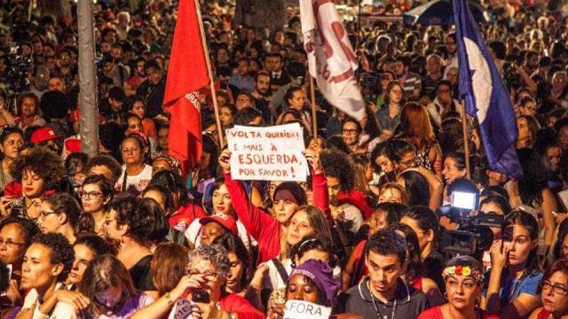 Mulheres fazem ato contra o governo  Temer no centro do Rio