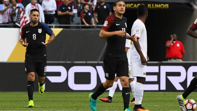 Estados Unidos e Paraguai duelam por vaga nas quartas