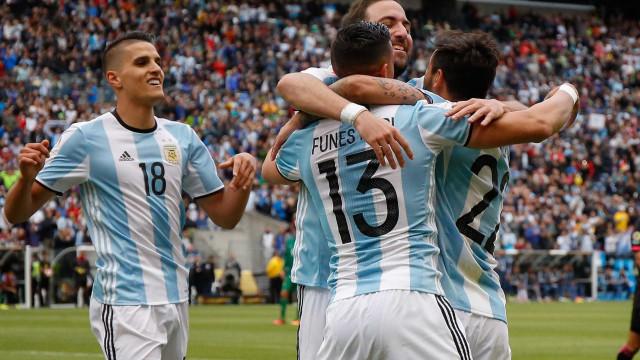 Argentina vence Bolívia com facilidade e enfrenta  Venezuela nas quartas