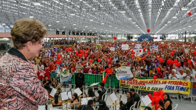 Dilma compara governo Temer às oligarquias da República Velha