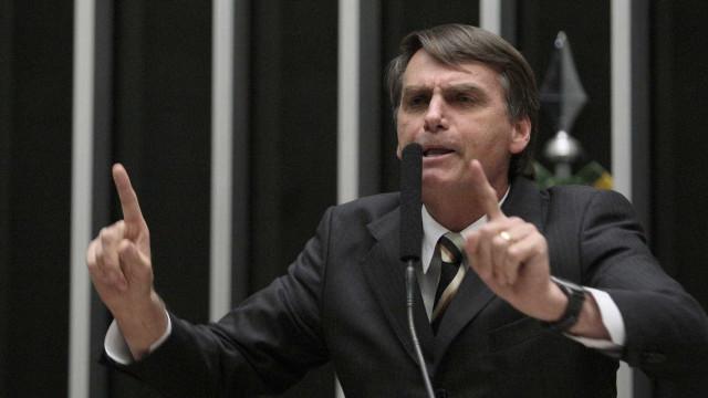 Deputados querem cassar Medalha  Tiradentes atribuída a Bolsonaro
