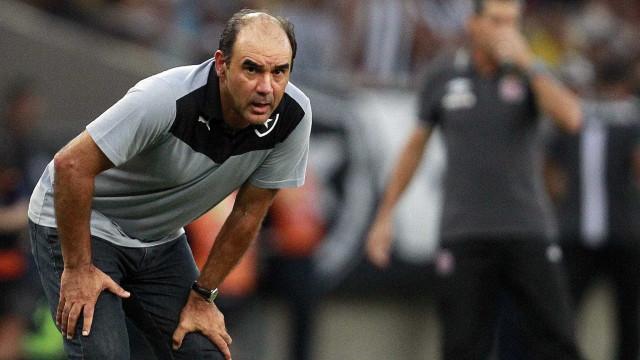 Botafogo mira vitória sobre o líder Inter  para sair da degola