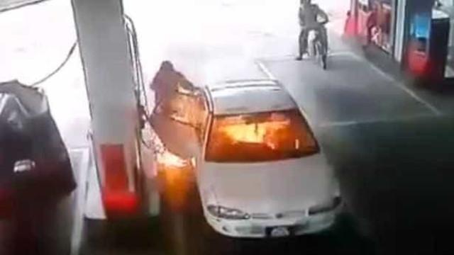 Carro explode com garoto de 7 anos dentro