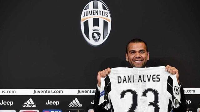 """Daniel Alves é apresentado no Juventus: """"estar  aqui é um sonho"""""""