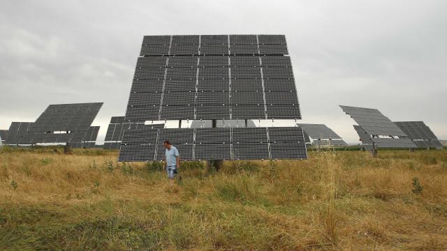 Governo deve anular concessões de usinas solares em atraso