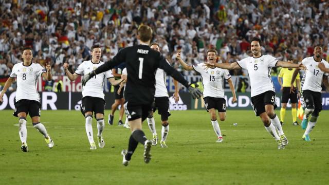 Alemanha bate Itália pela 1ª vez  em torneios e vai às semis