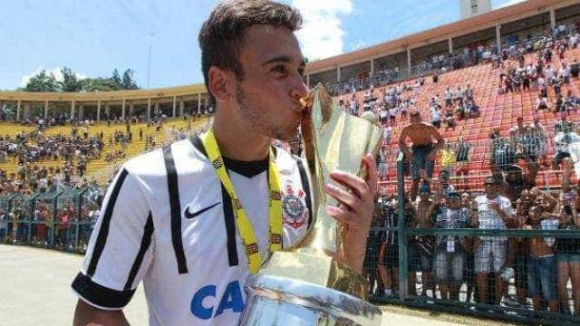 Corinthians acerta empréstimo de Maycon para Ponte Preta