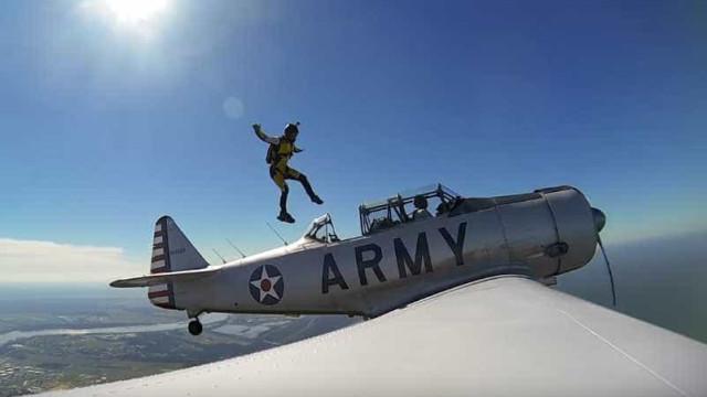 GoPro registra salto em gravidade zero de avião da II guerra Mundial