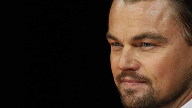 Leonardo DiCaprio finge ser paparazzi e dá susto hilário em Jonah Hill