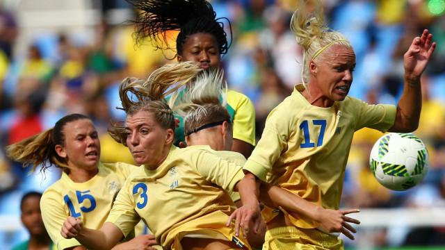 Após 'frango', Suécia vence  África do Sul no primeiro evento dos Jogos