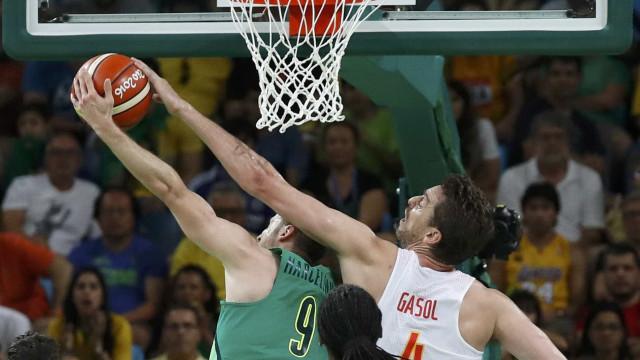 Brasil sofre no basquete, mas bate  a Espanha por um ponto