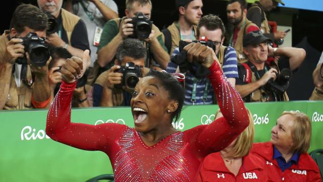 Simone Biles confirma favoritismo e conquista 3º ouro