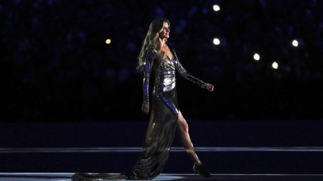 Gisele Bündchen ganha boneca em homenagem  a desfile na Olimpíada